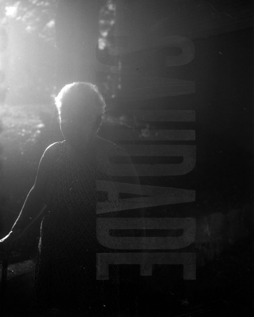 "The silhouette of a woman and next to her the word ""Saudade"""